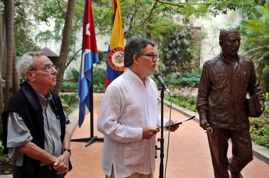 DEVELAN ESCULTURA DE GABRIEL GARCÍA MÁRQUEZ EN CUBA