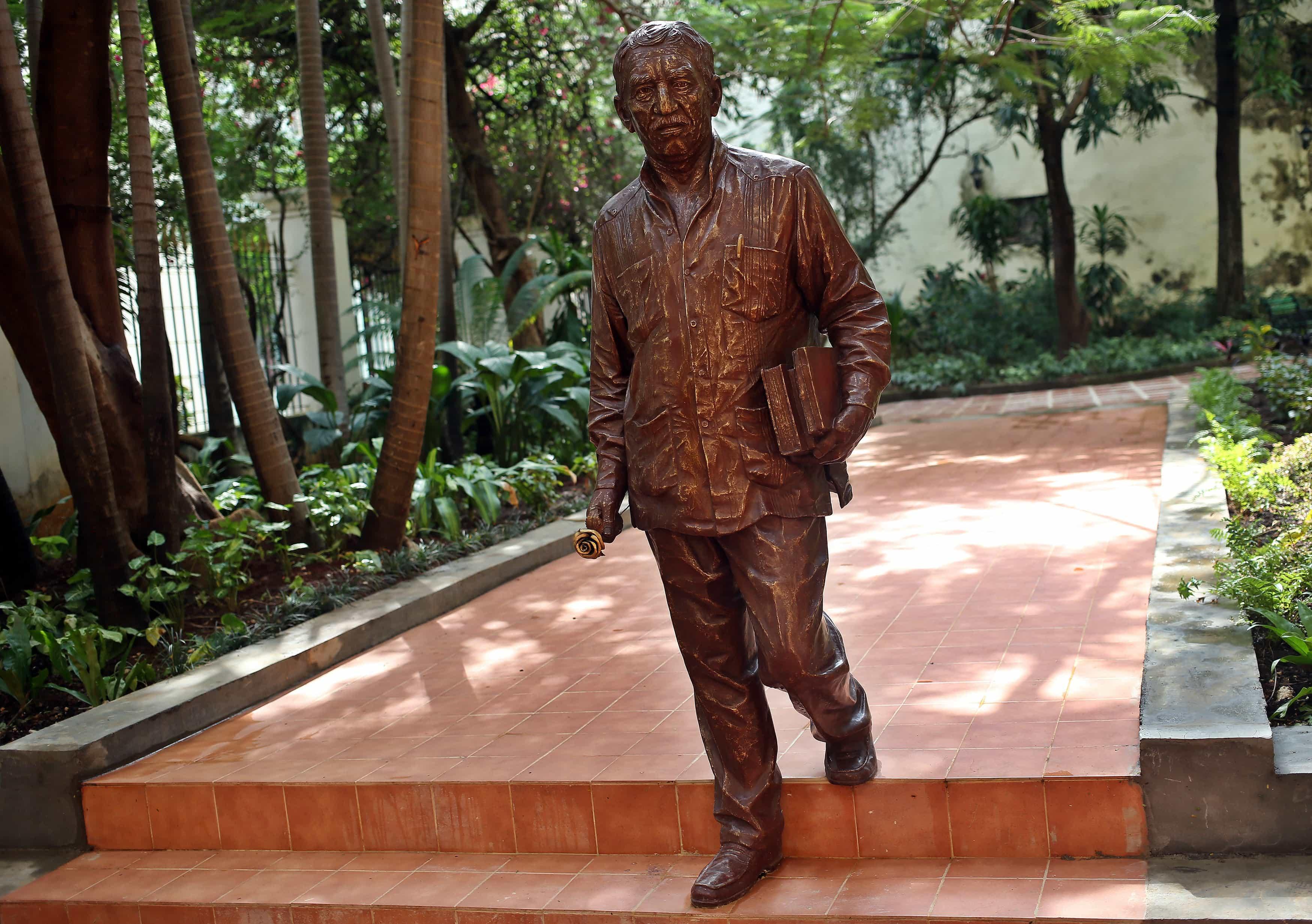 DESVELAN ESCULTURA DE GABRIEL GARCÍA MÁRQUEZ EN CUBA