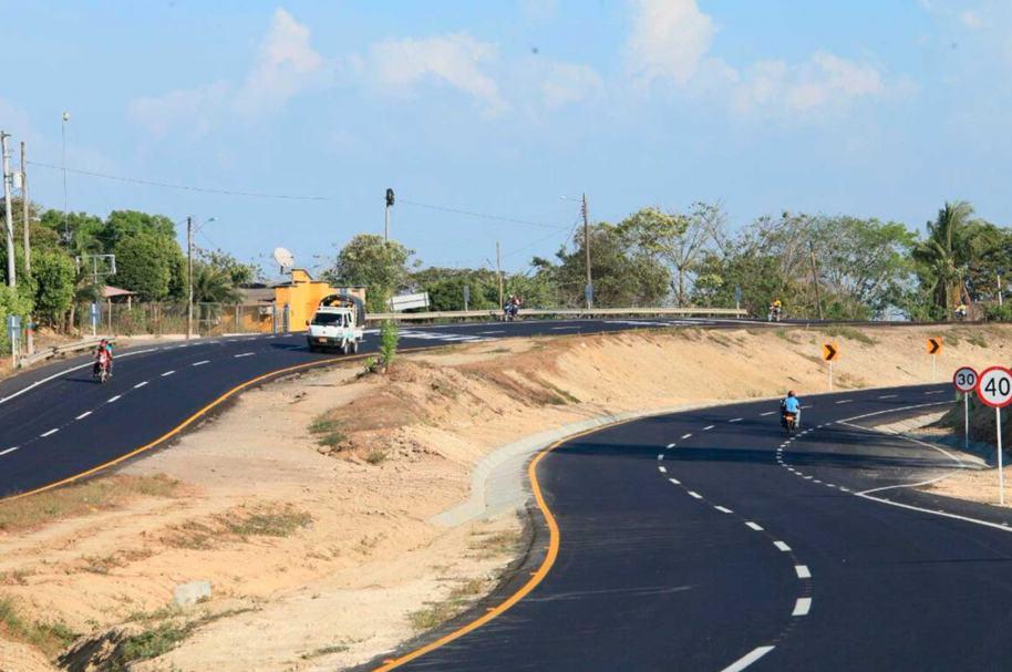 Santos inauguró vía en Sincelejo