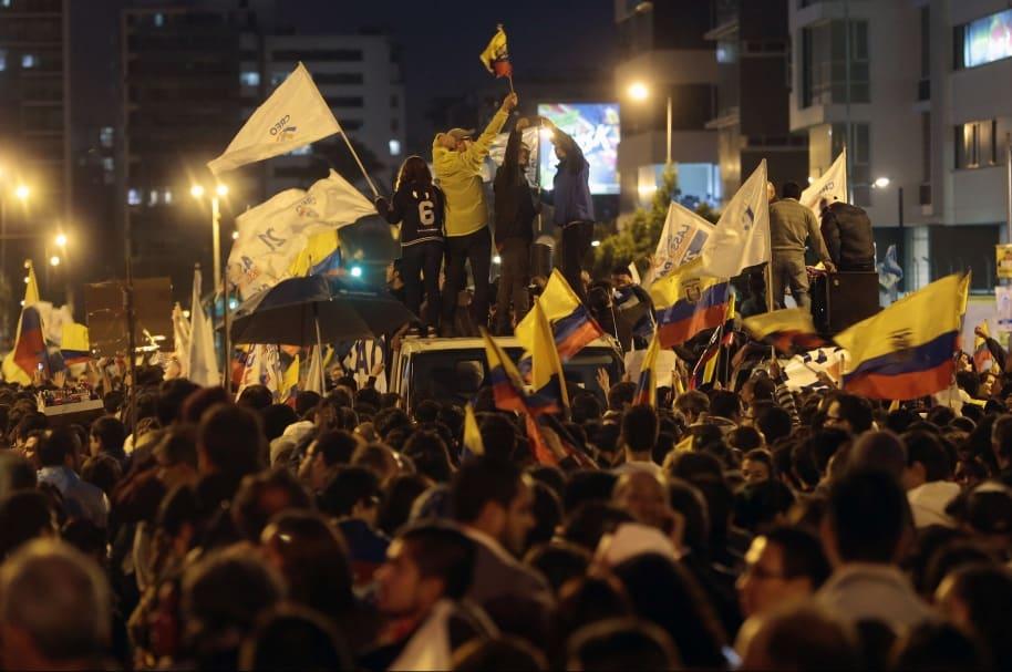 Opositores en Ecuador reclaman segunda vuelta