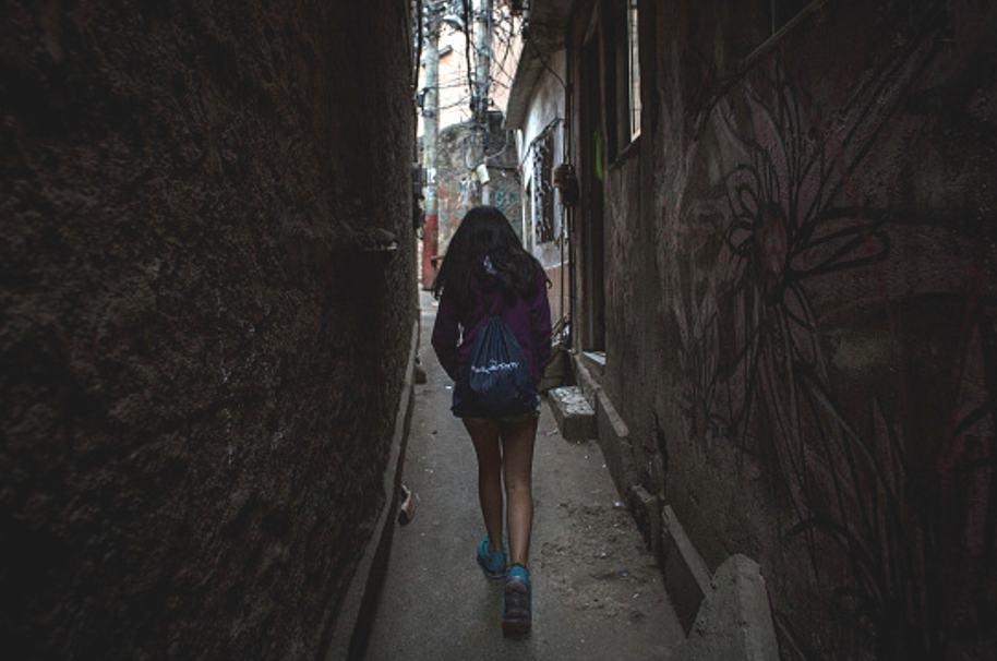 Niña en favela