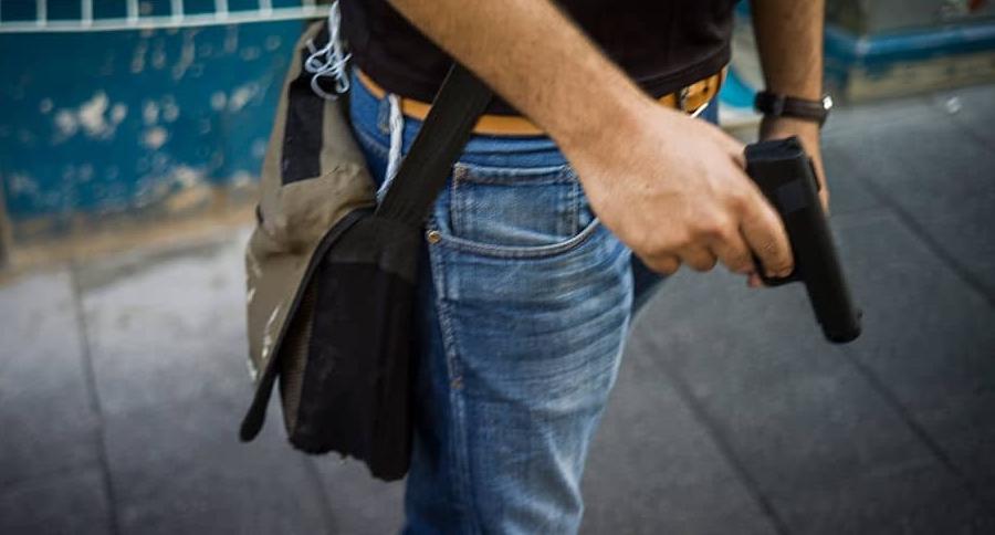 Hombre con un arma. Pulzo.com