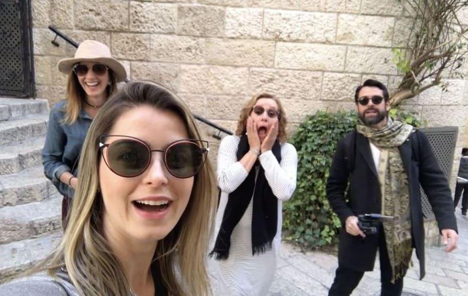 Cristina Hurtado, presentadora de Noticias RCN, junto a la exreina Adriana Tarud, la actriz Alejandra Borrero, y el actor Rafael Novoa.