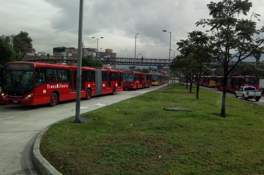 Accidente de buses de Transmilenio en estación de Av. El Dorado