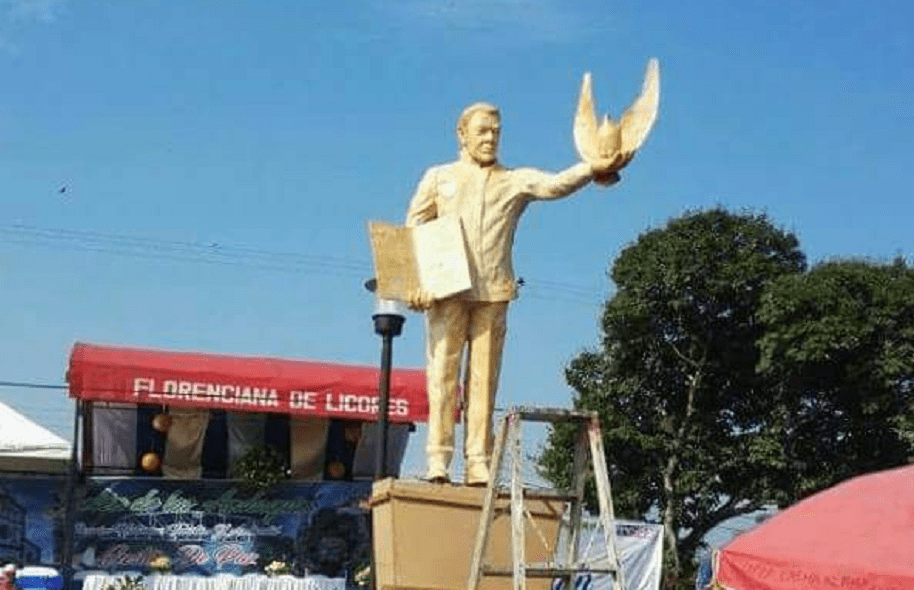 Estatua de Santos