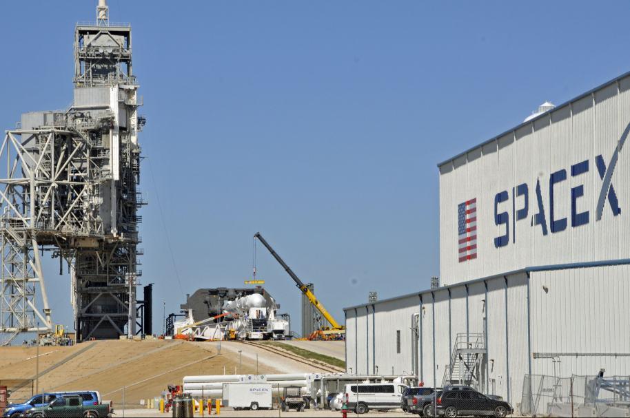 Cohete Falcon 9 y cápsula Dragon 2