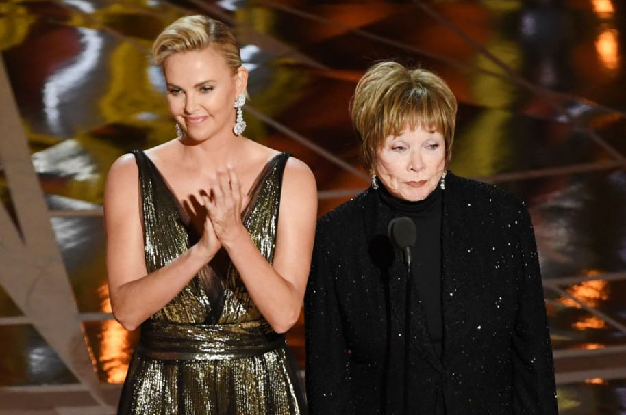 Charlize Theron y Shirley MacLaine