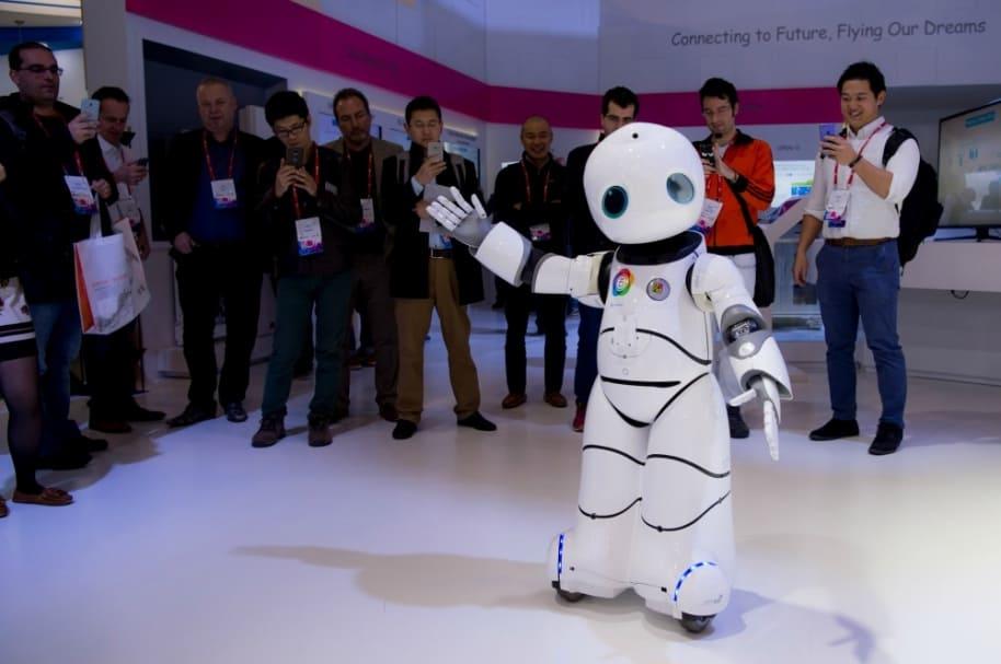 Robot baila en el Congreso Mundial de Móviles.