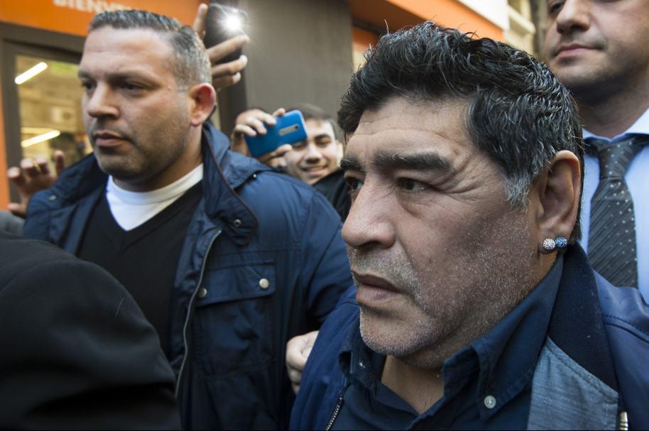 Maradona interviene para ayudar a resolver crisis