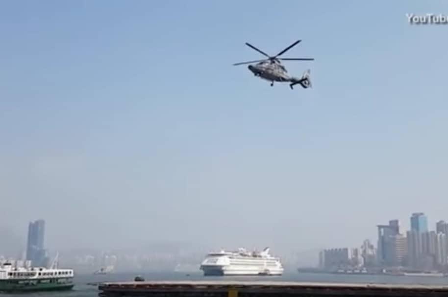 Helicóptero se eleva sin mover sus hélices.
