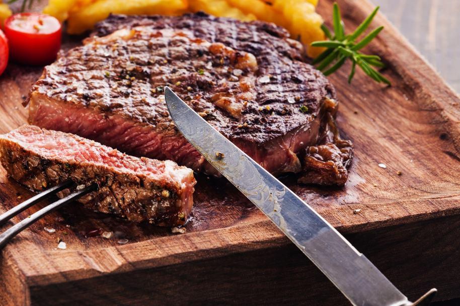 Cuchillo y carne