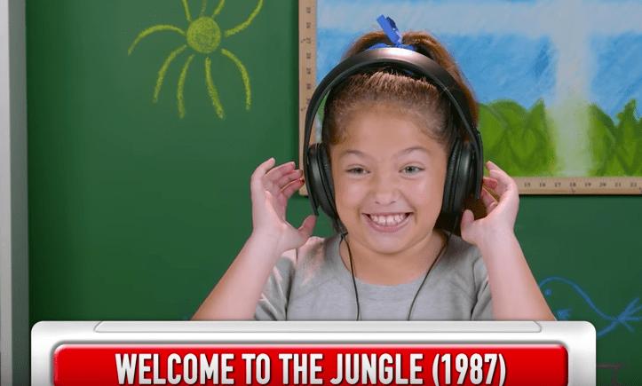 Reacción de niña al escuchar música de Guns N' Roses. Pulzo.com