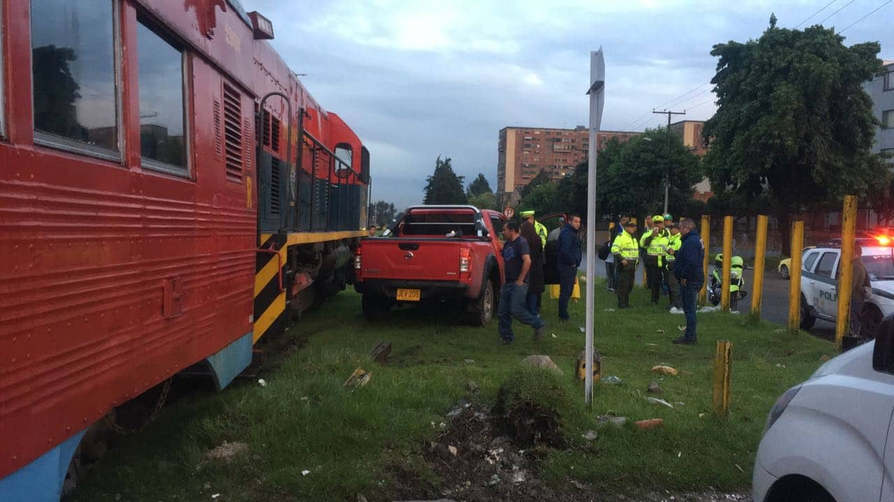 Camioneta estrellada contra el tren