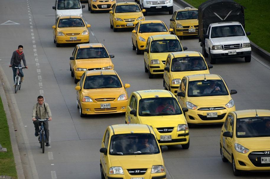 Taxis en la vía.