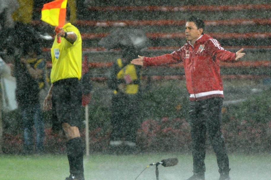 Marcelo Gallardo, bajo la lluvia en el Atanasio Girardot