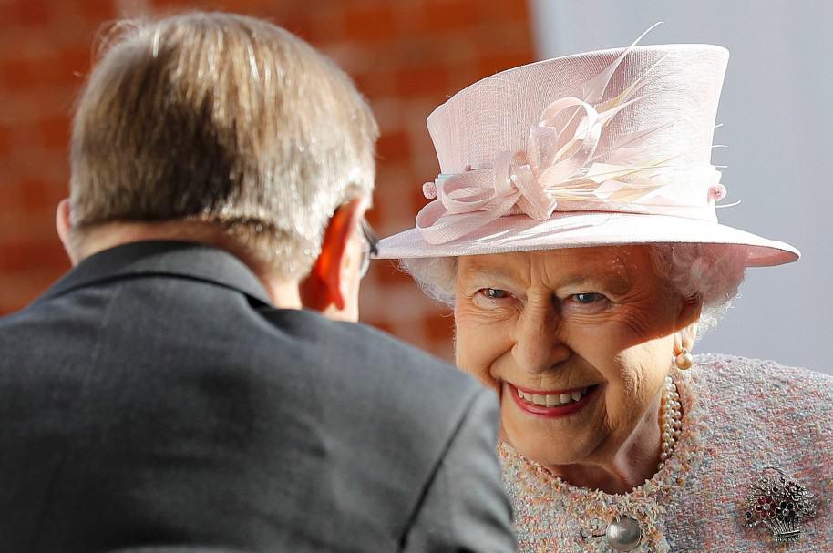 La Reina Isabel II visita Newmarket