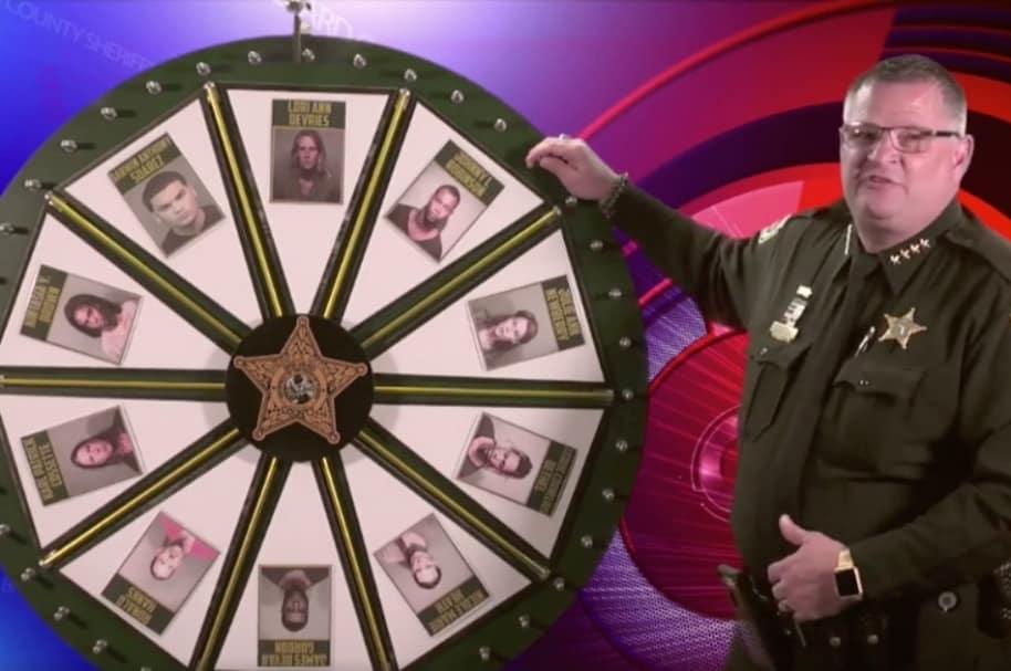 Policía usa 'rueda de la fortuna' para hallar criminales.