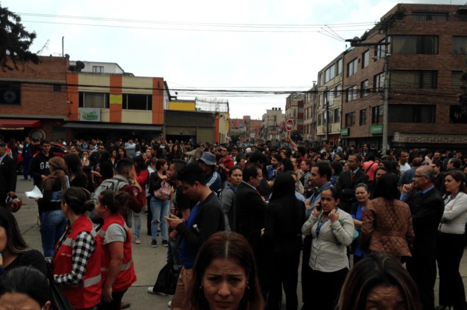 Personas evacuadas de Dorado Plaza