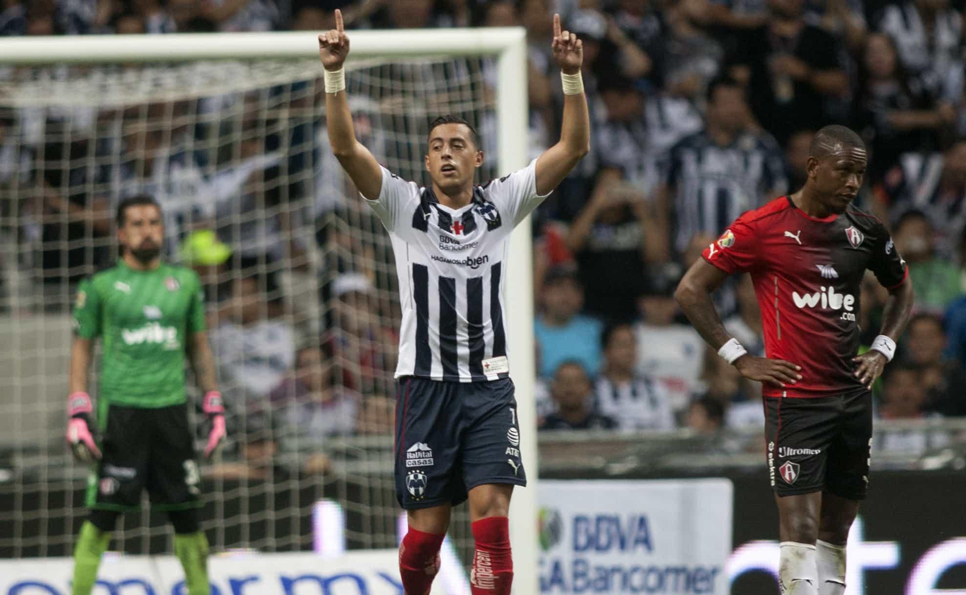 Rogelio Funes Mori anotó los dos goles de Monterrey al Atlas