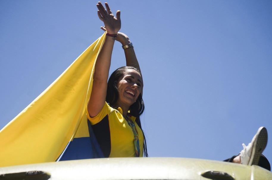 Mariana Pajón iza la bandera colombiana (imagen de archivo)