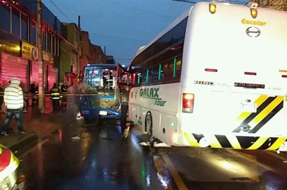 Accidente entre SITP y bus de turismo