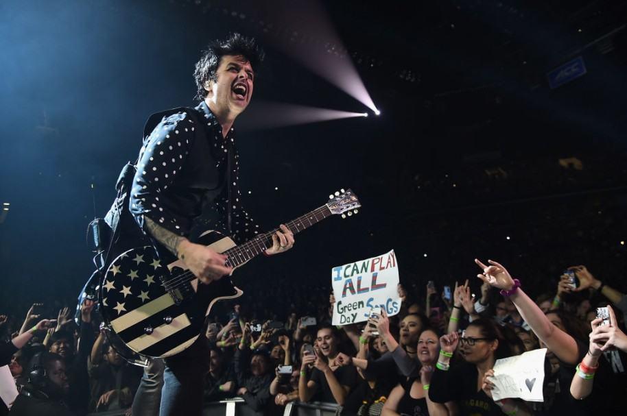 Billie Joe Armstrong durante un concierto de Green Day en Nueva York la semana pasada. Pulzo.com