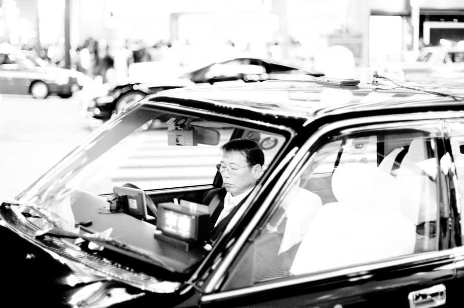 Taxista japonés maneja por las calles de Ginza (Imagen de referencia)