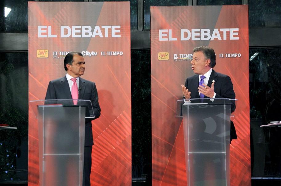 Óscar Iván Zuluaga y Juan Manuel Santos, durante un debate en junio de 2014