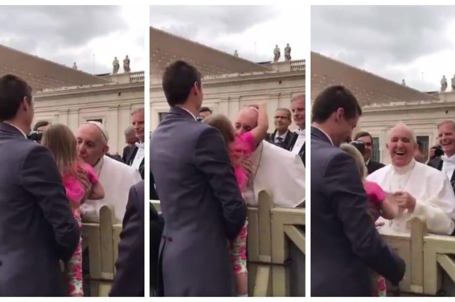 Estella Westrick, de 3 años, le quitó el solideo al Papa Francisco.