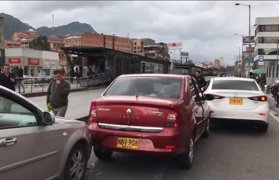 Choque de carros en la Caracas con 76