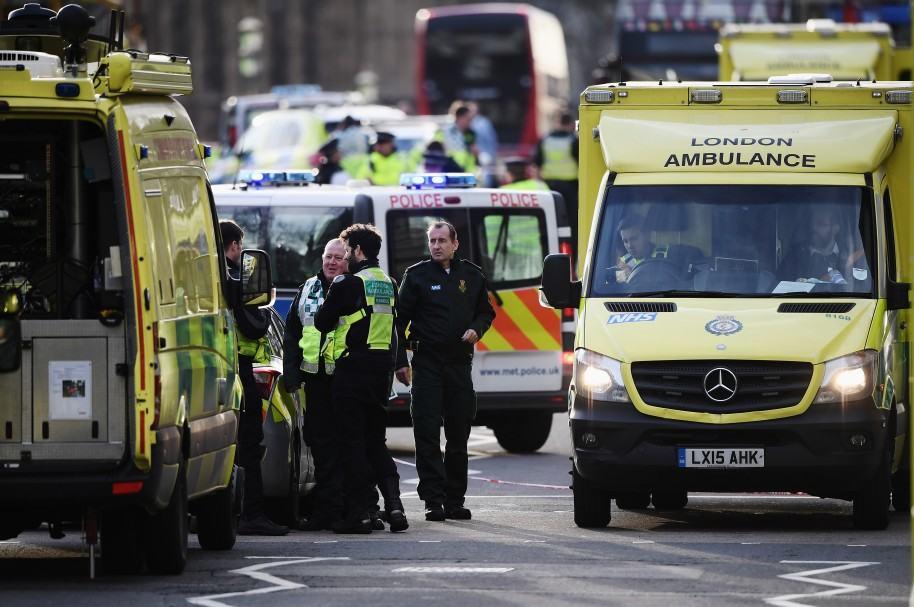 Servicios de emergencia atienden a los heridos en Londres