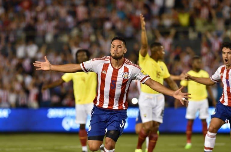 Bruno Valdez celebra su gol sobre Ecuador