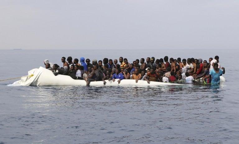 El bote que los transportaba se accidentó en el Mediterráneo.