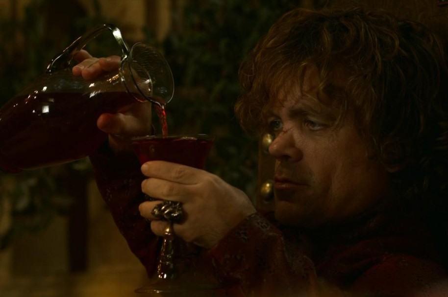 Tyrion toma vino