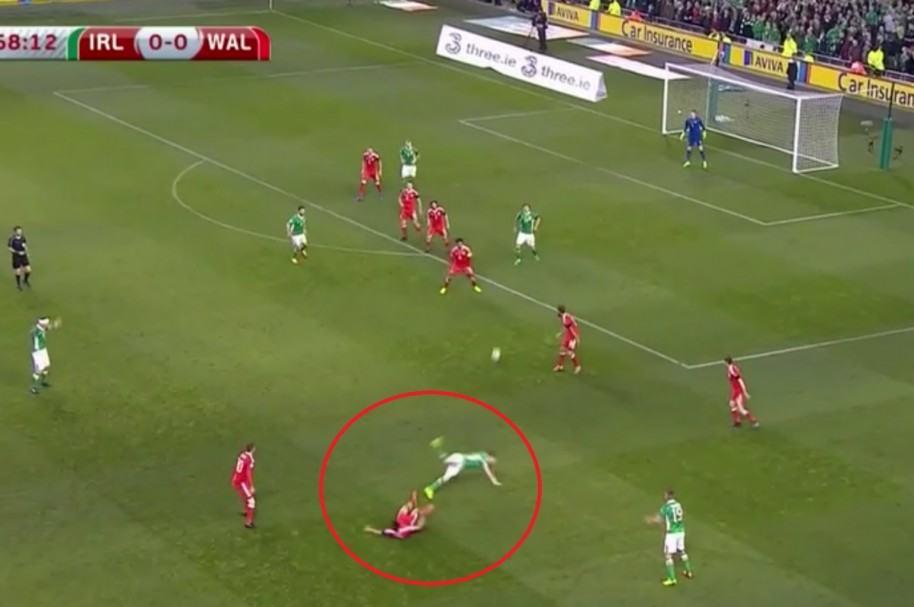 Lesión de Seamus Coleman en Irlanda vs. Gales