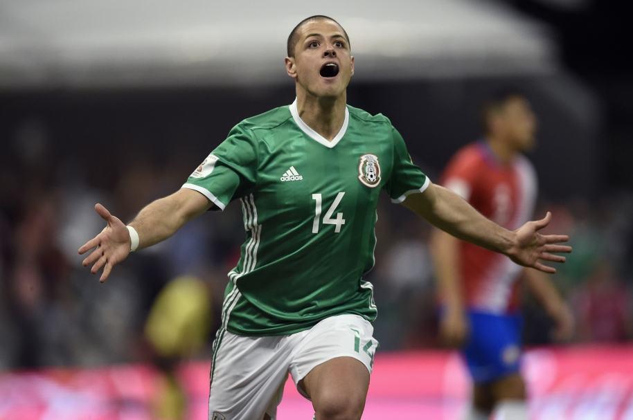 Javier Hernández celebra su gol histórico a Costa Rica