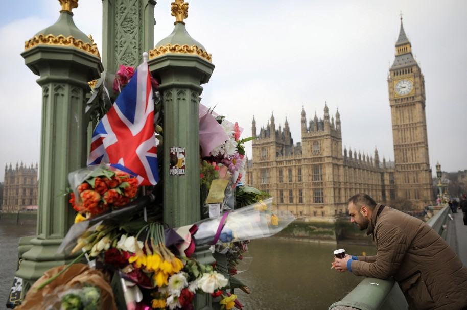 Homenaje en puente de Westminster