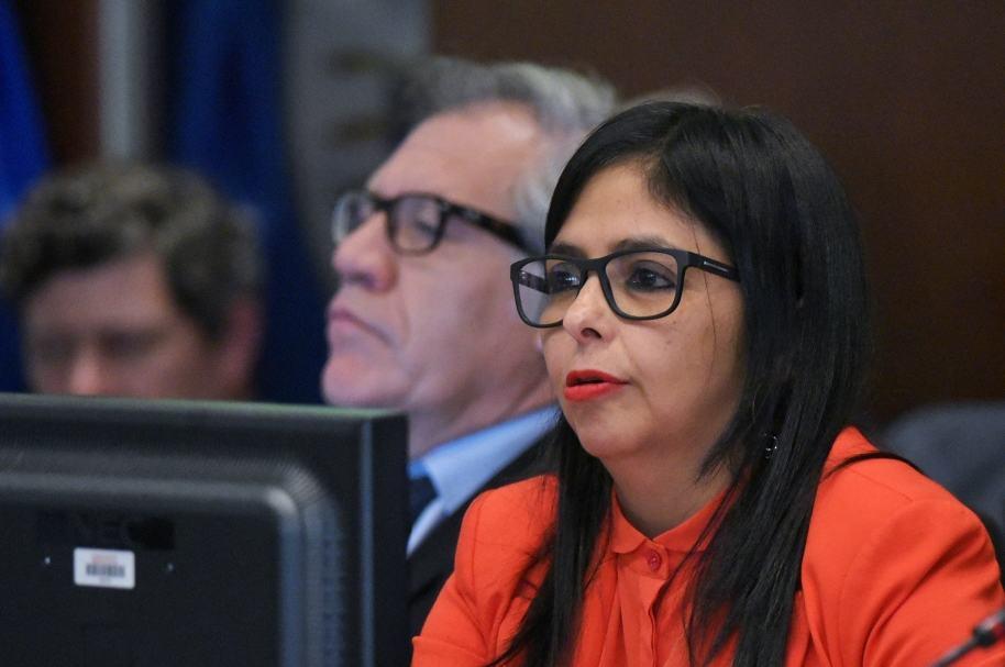Delcy Rodríguez y secretario de la OEA