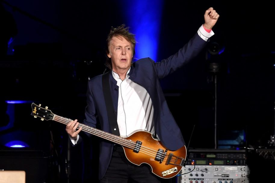 Paul McCartney tocando en el Desert Trip, en Indio (EE. UU.))