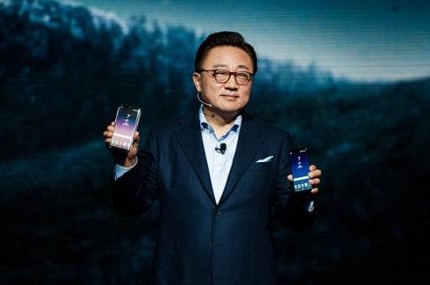 D.J. Koh, presidente Samsung Mobile, presenta el Galaxy S8 y S8 Plus