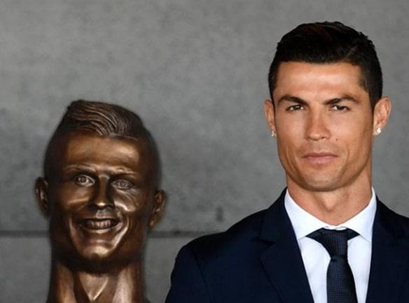Cristiano Ronaldo y estatua