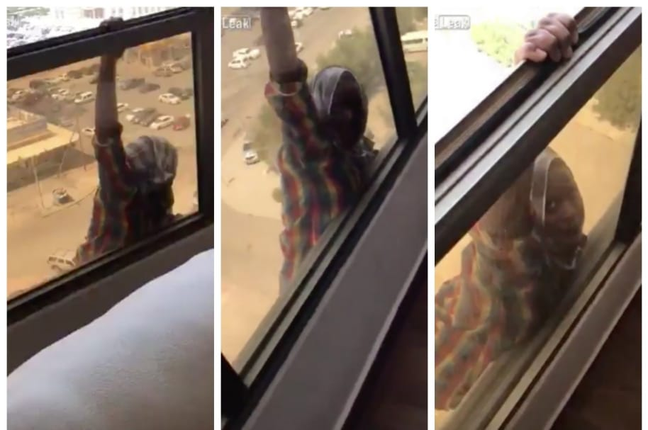 Empleada doméstica segundos antes de caer de apartamento en Kuwait.