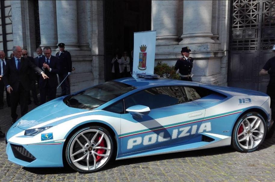 Patrulla de la policía italiana
