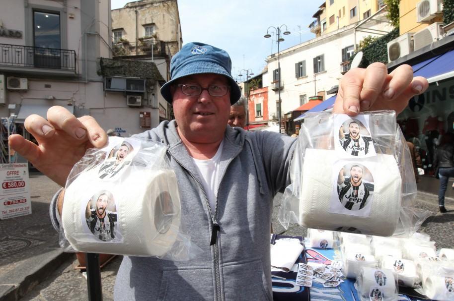 Higuaín regresa a Nápoles 8 meses después