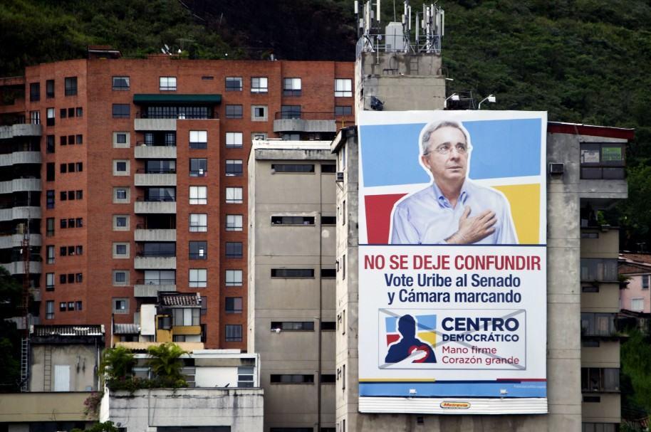 Pancarta electoral del senador Álvaro Uribe en 2014