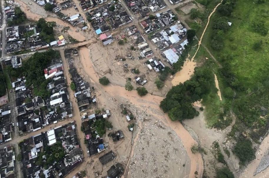 Vista aérea de Mocoa, afectada por avalancha.