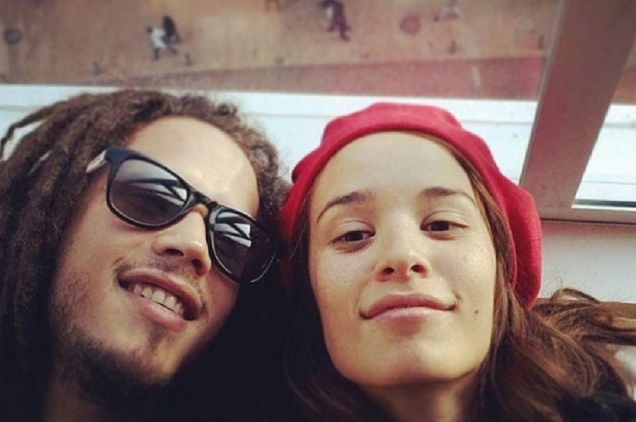 El cantante Vicente García y la vocalista de Monsieur Periné, Catalina García.