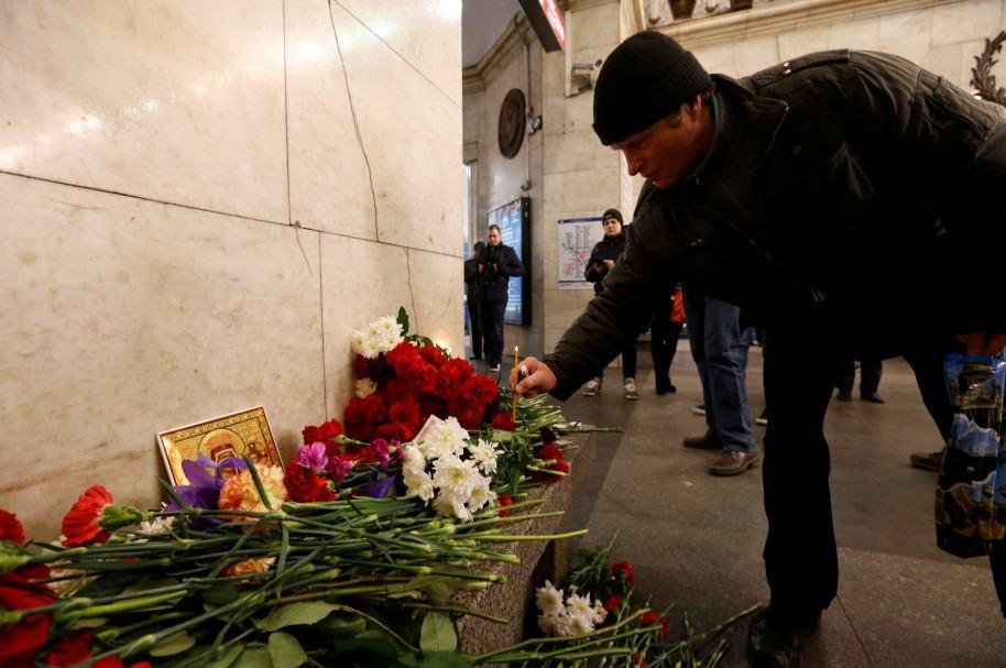 Homenaje en metro de San Petersburgo
