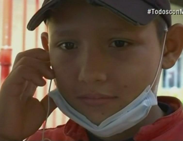 Wilmer Ríos, niño bombero que asiste a los damnificados de Mocoa. Pulzo.com