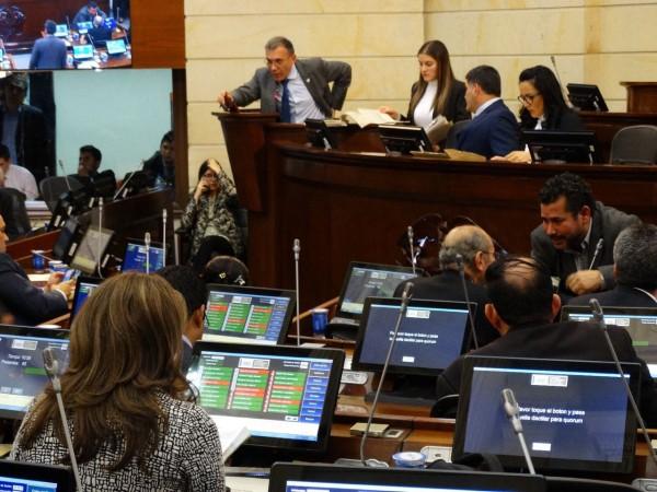 Congesistas debaten el Estatuto de la Oposición
